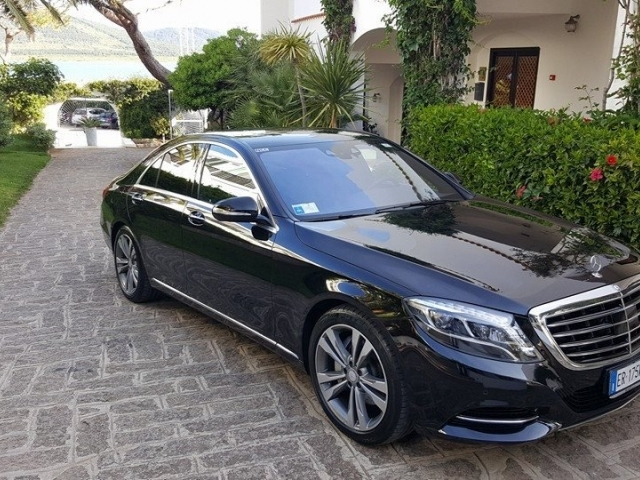Luxury-class car for up to 4 people